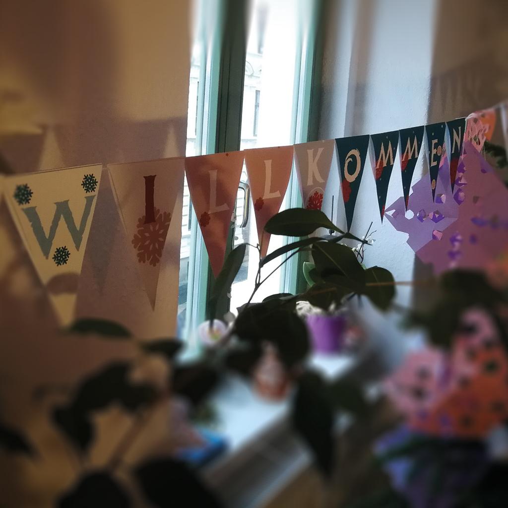 Schneekönigin-Wimpelkette: Bei einem Kindergeburtstag