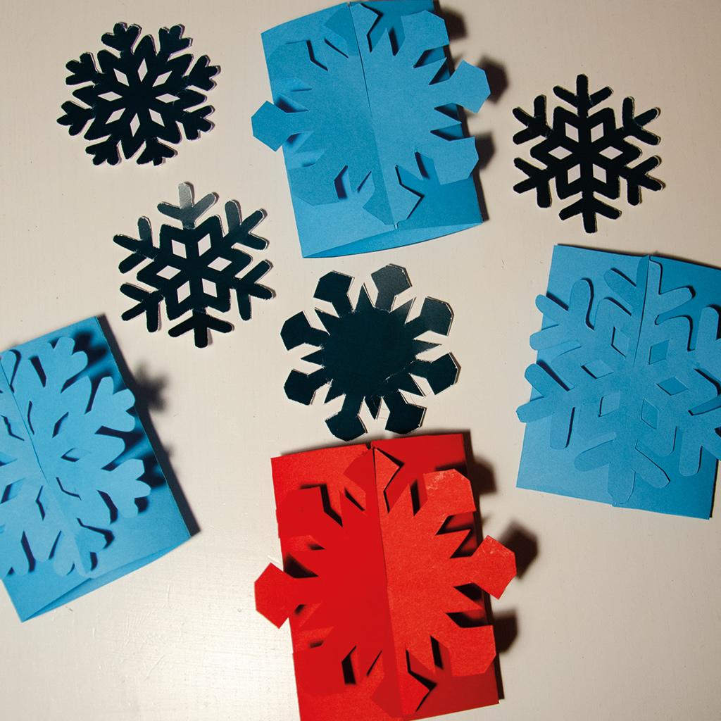 Fertige Schneeflocken-Einladungen