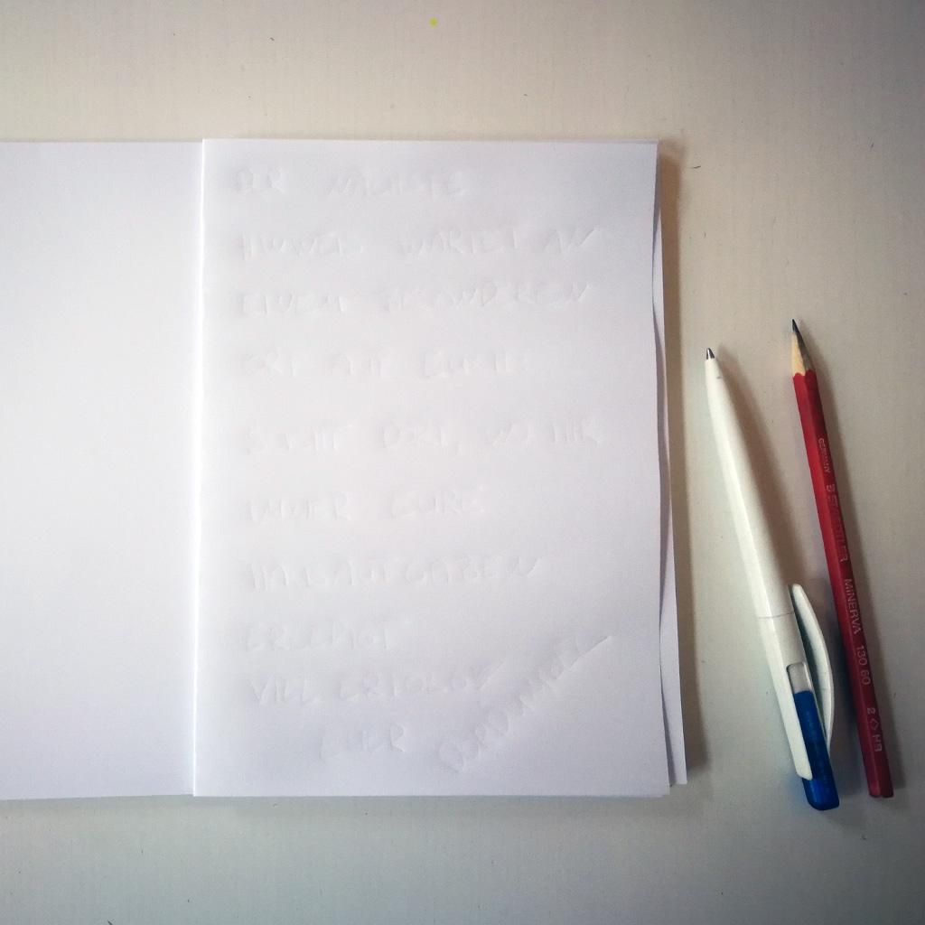 Unsichtbare Schrift - Beschriebenes Blatt