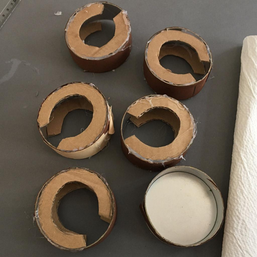 Eingeklebte Pappkreise