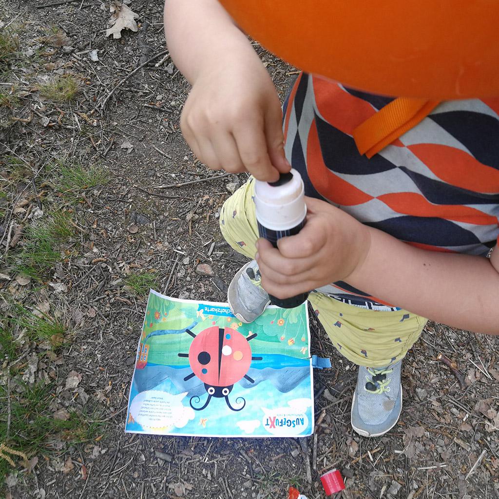 Mini-Bildungs-Schatzsuche für die Kleinsten: Feinmotorik üben