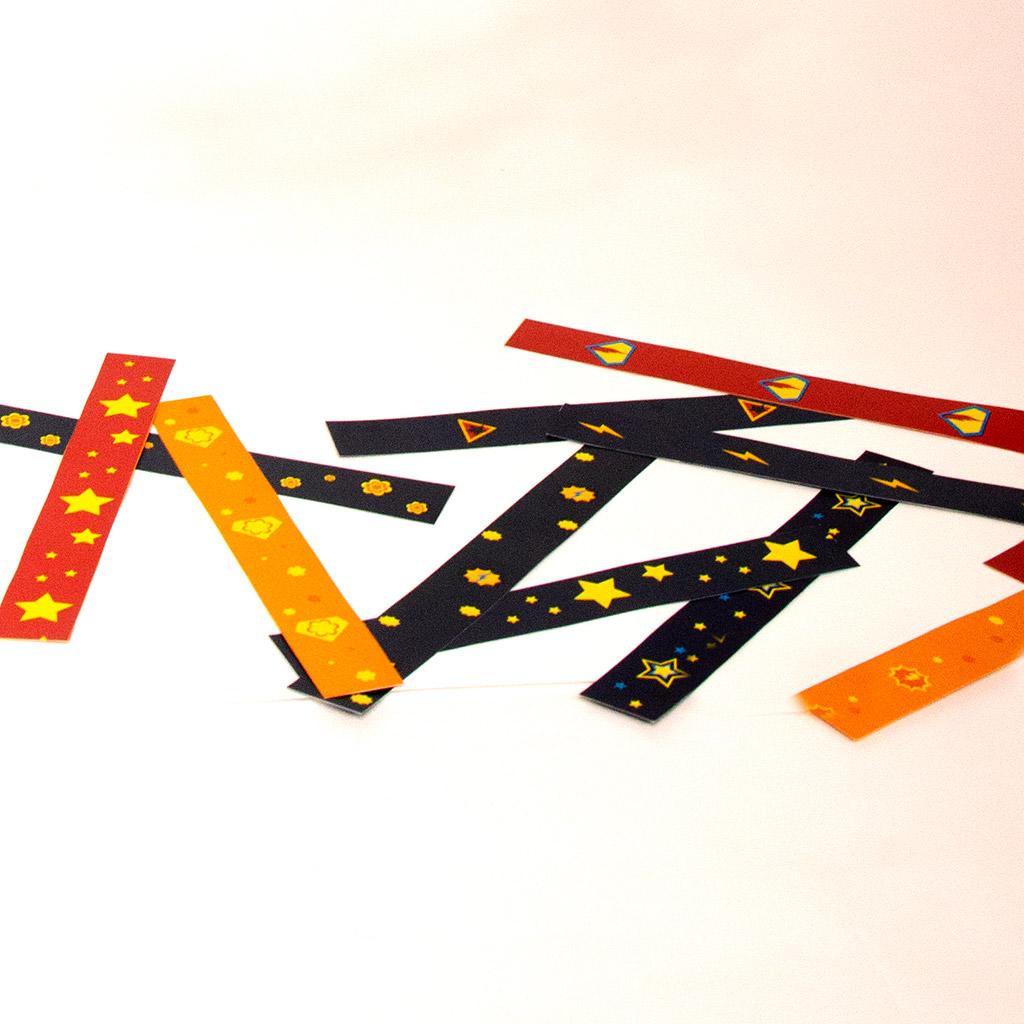 Superhelden-Wimpelkette aus Papierstreifen: Streifen