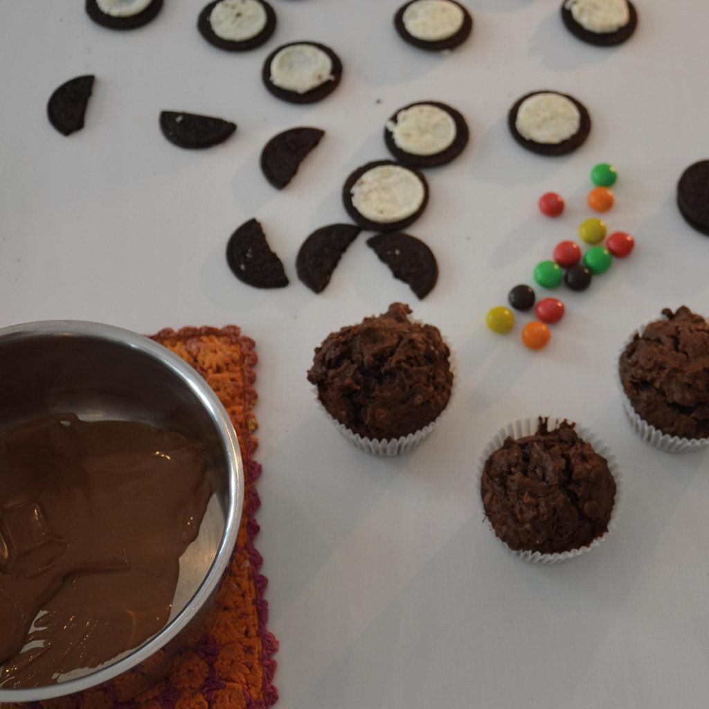 Eulen-Muffins für kleine Zauberer: Kuvertüre vorbereiten
