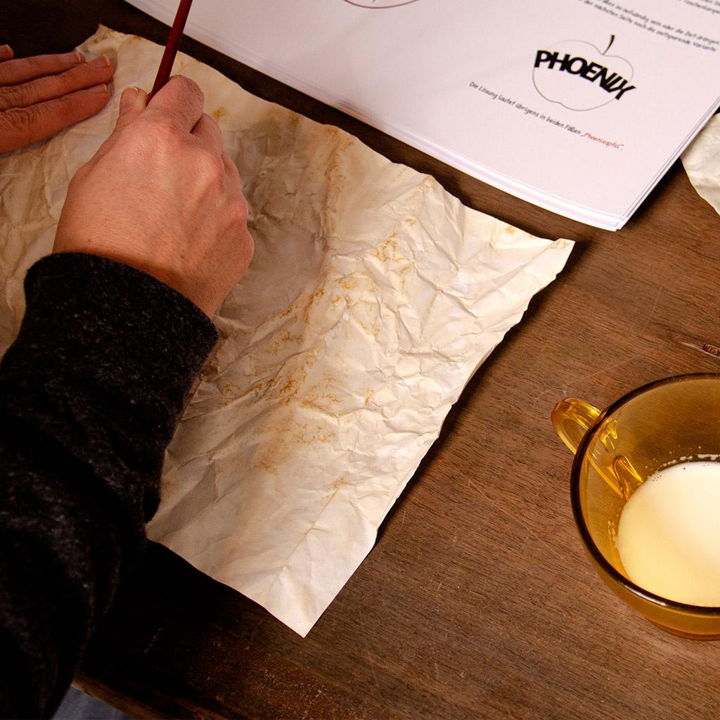 Unsichtbare Schrift mit Milch