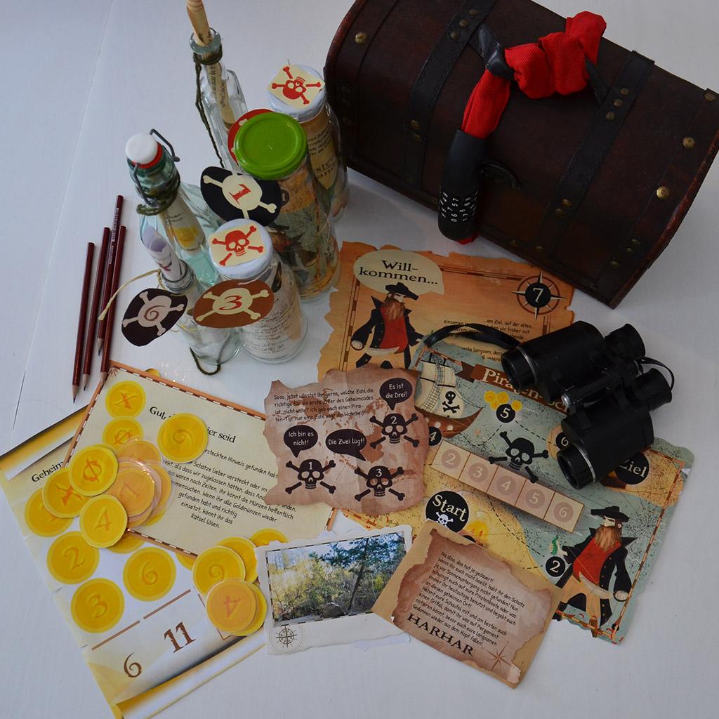 Die Piraten-Schatzsuche für große Kinder ist fertig vorbereitet.