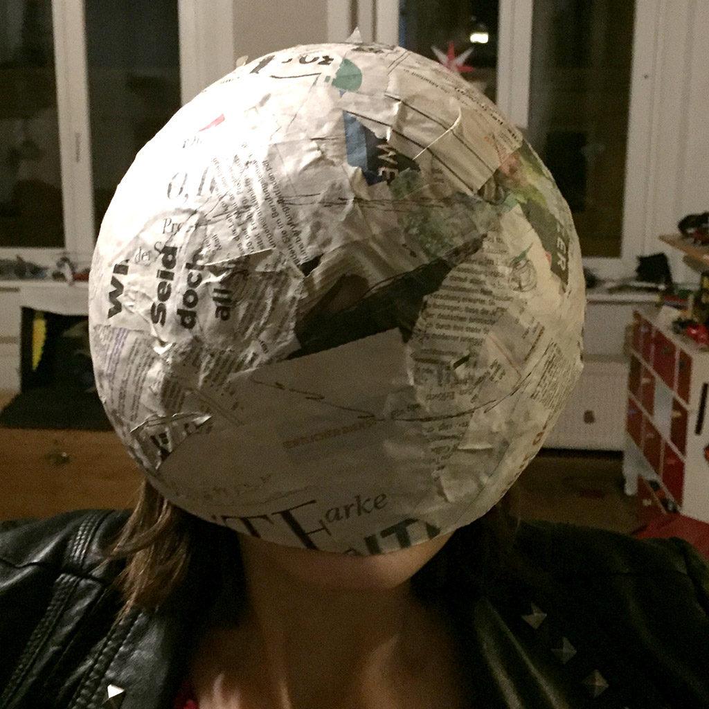 Astronautenhelm basteln: Visier anzeichnen