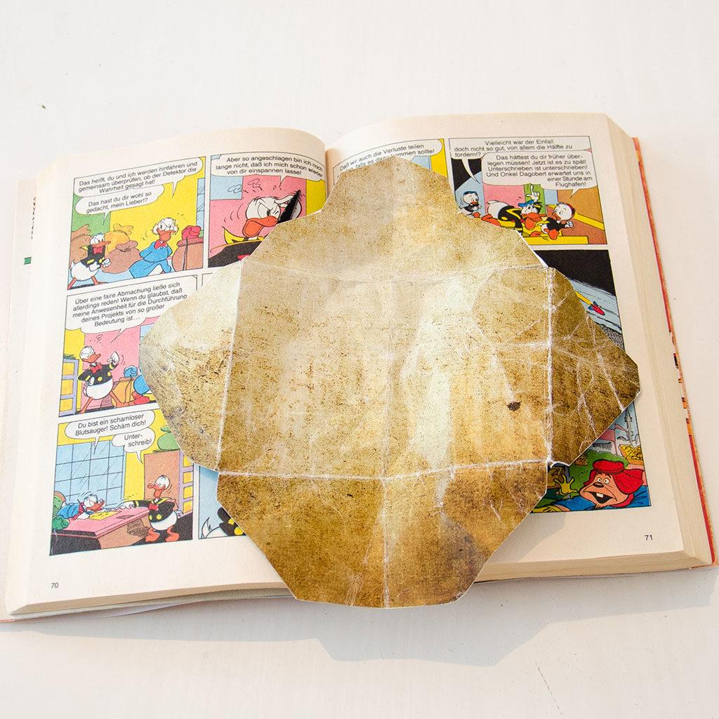 Der Schatzsuchen-Hinweis im Buchversteck