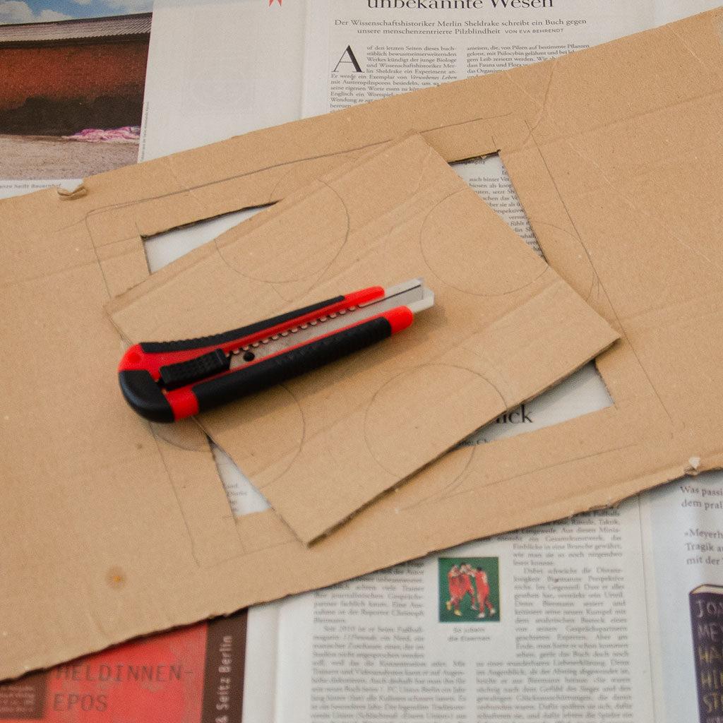 Eine Schatzkiste basteln: Die Innenverstärkung für den Schließmechanismus vorbereiten