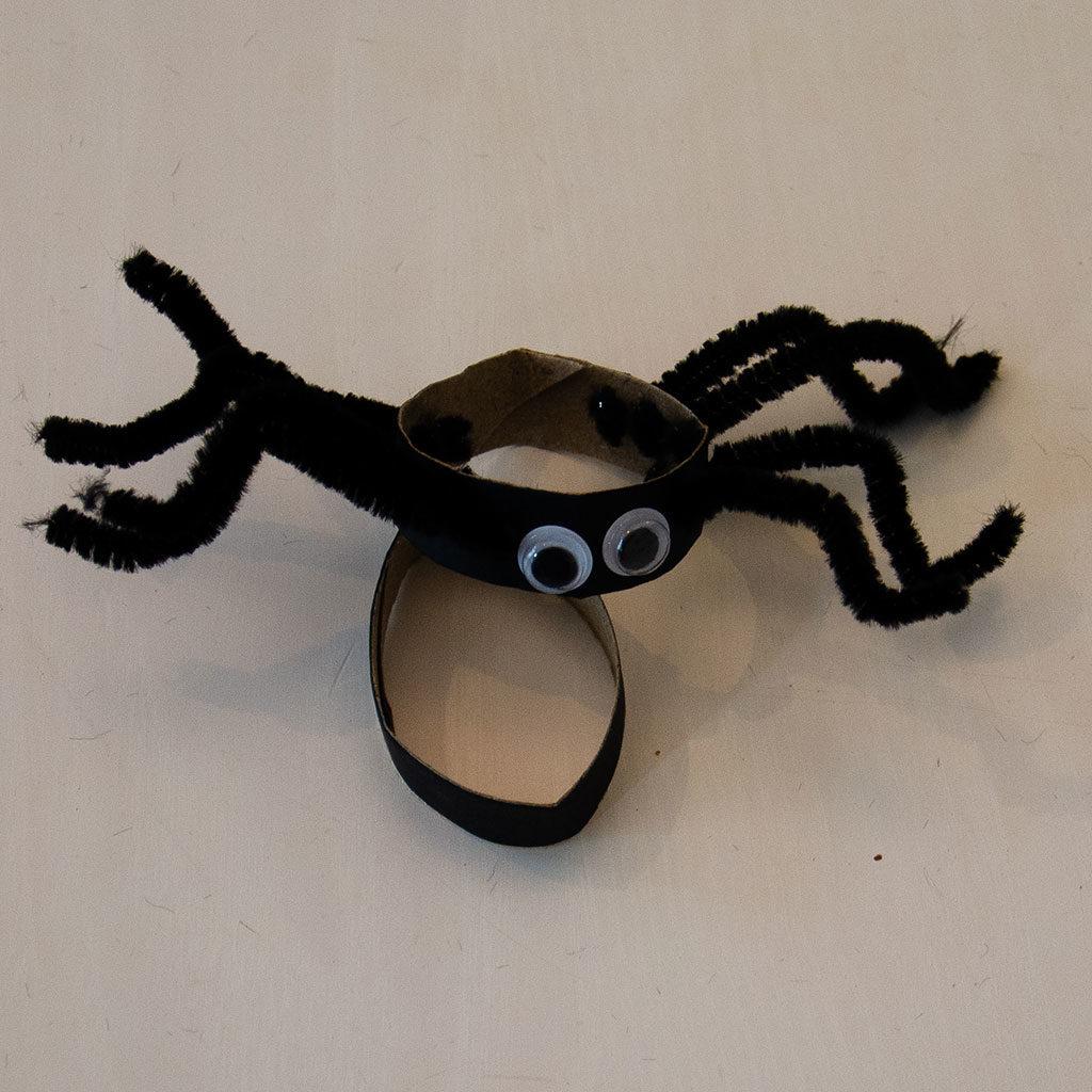 Spinne basteln: Sie sind fertig.