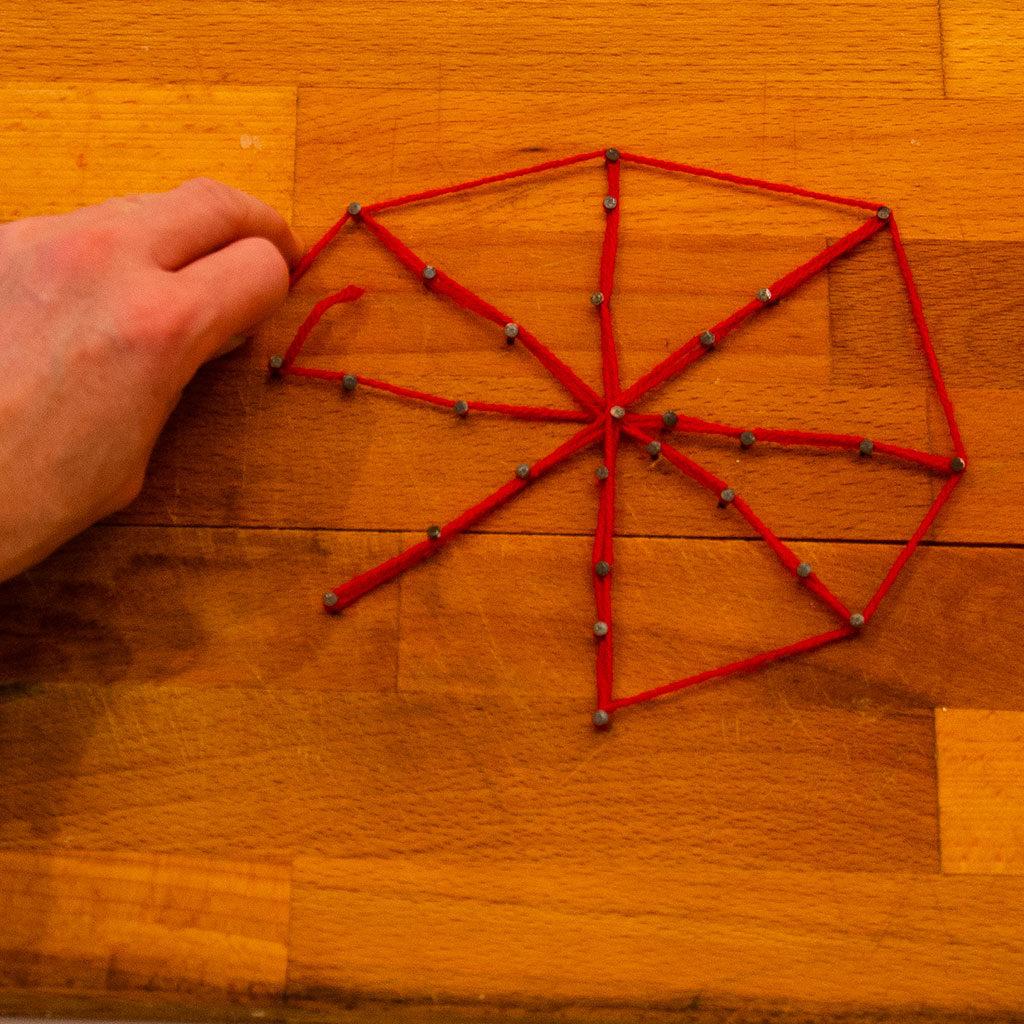 Das Spinnennetz mit Wolle basteln