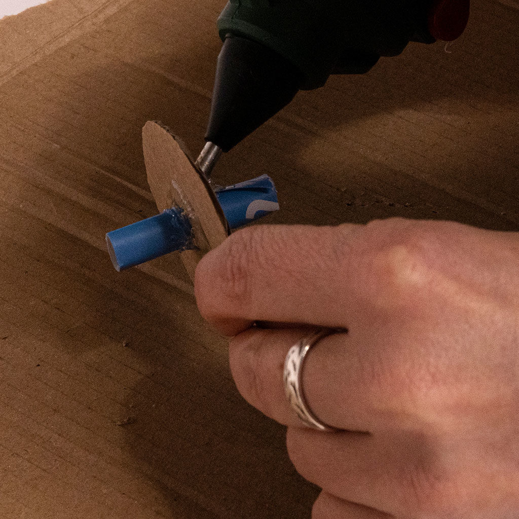 Sanduhr basteln: Das Verbindungselement