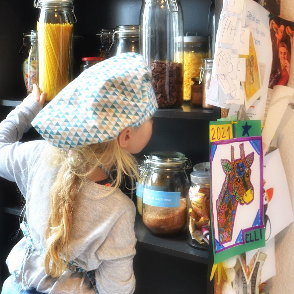 Muffins backen mit Kindern: Die Zutaten suchen