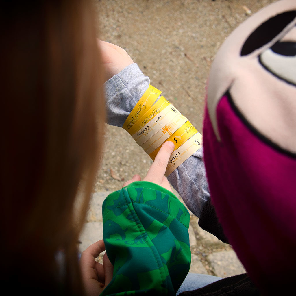 Die verfliXten Armbänder: Neugierige Kinder
