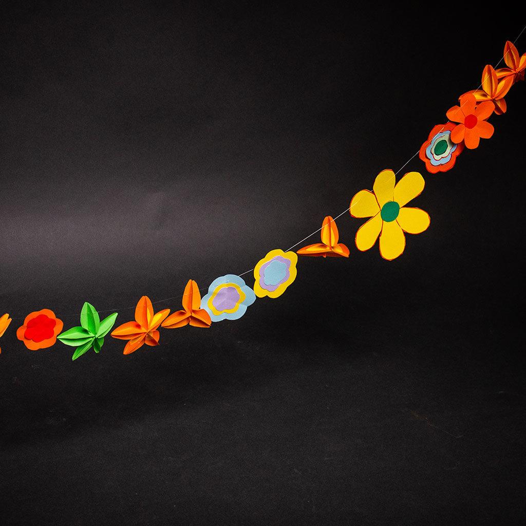 Blumen basteln: Machen Sie eine Girlande daraus