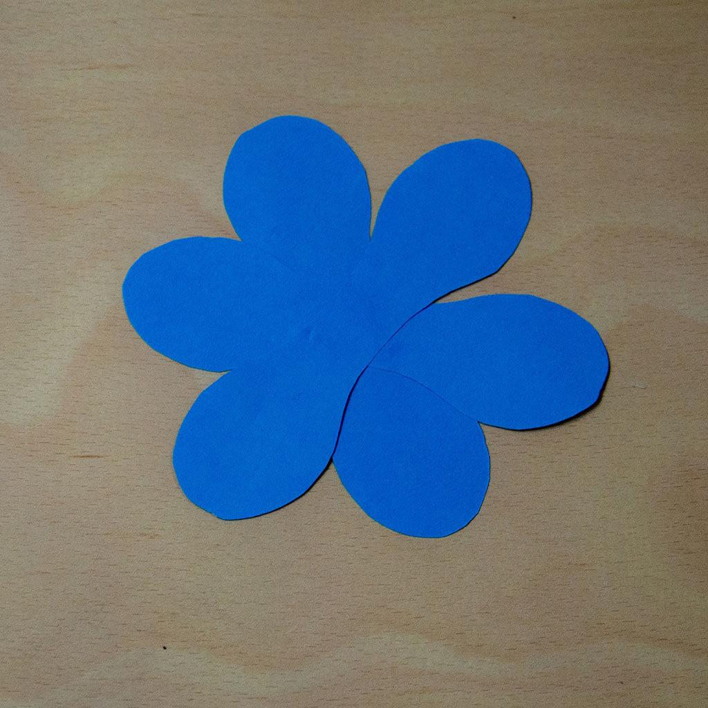 Blumen basteln: Variante 3 zusammenkleben