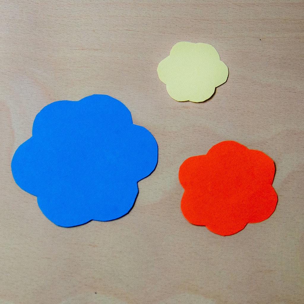 Blumen basteln: Variante 1 einzeichnen und ausschneiden