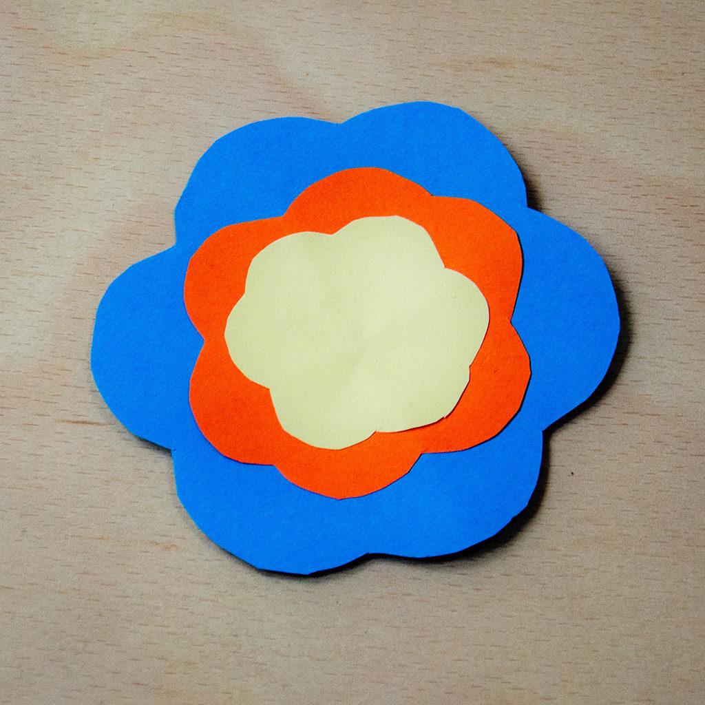 Blumen basteln: Variante 1 zusammenkleben