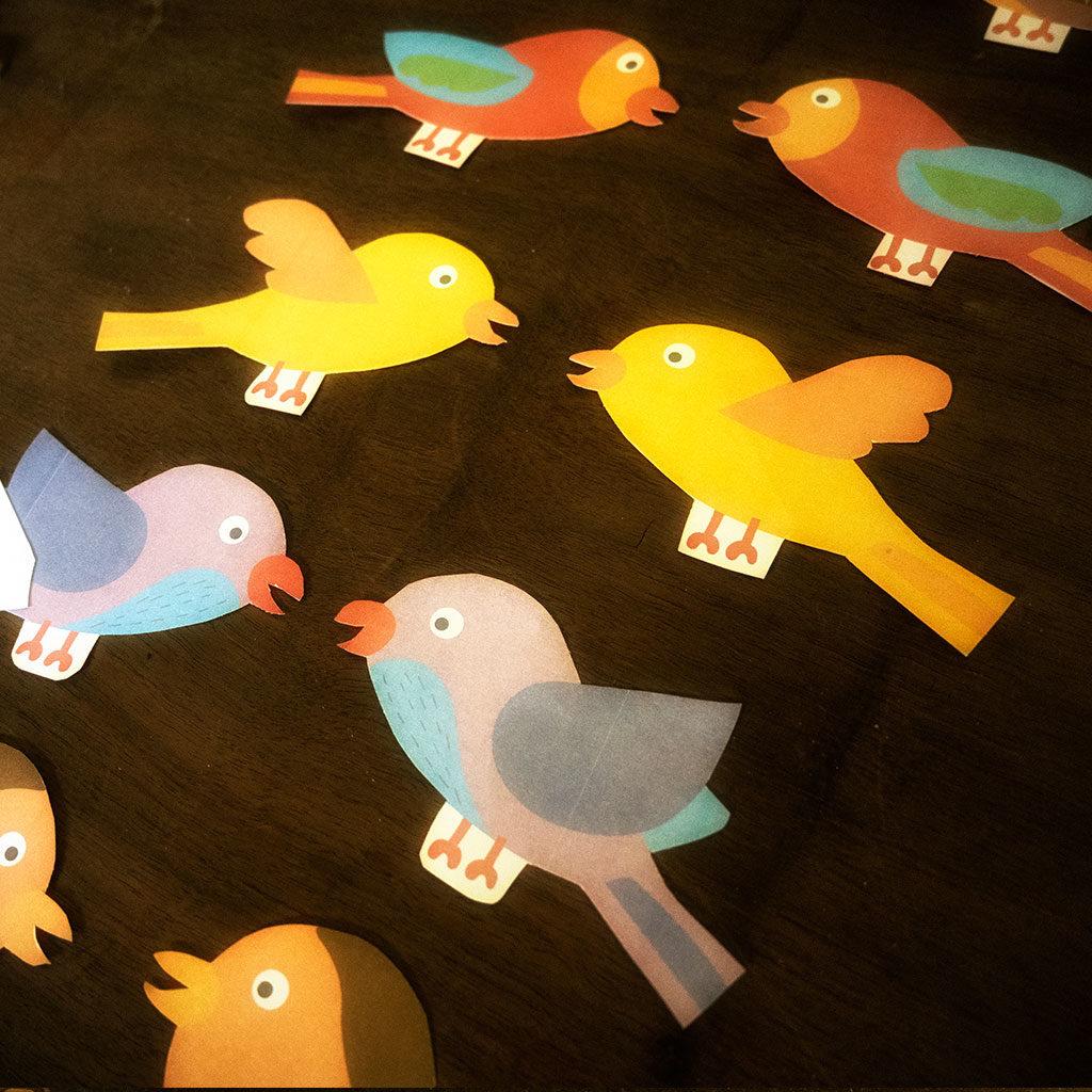Die Vögel müssen doppelt ausgeschnitten werden.
