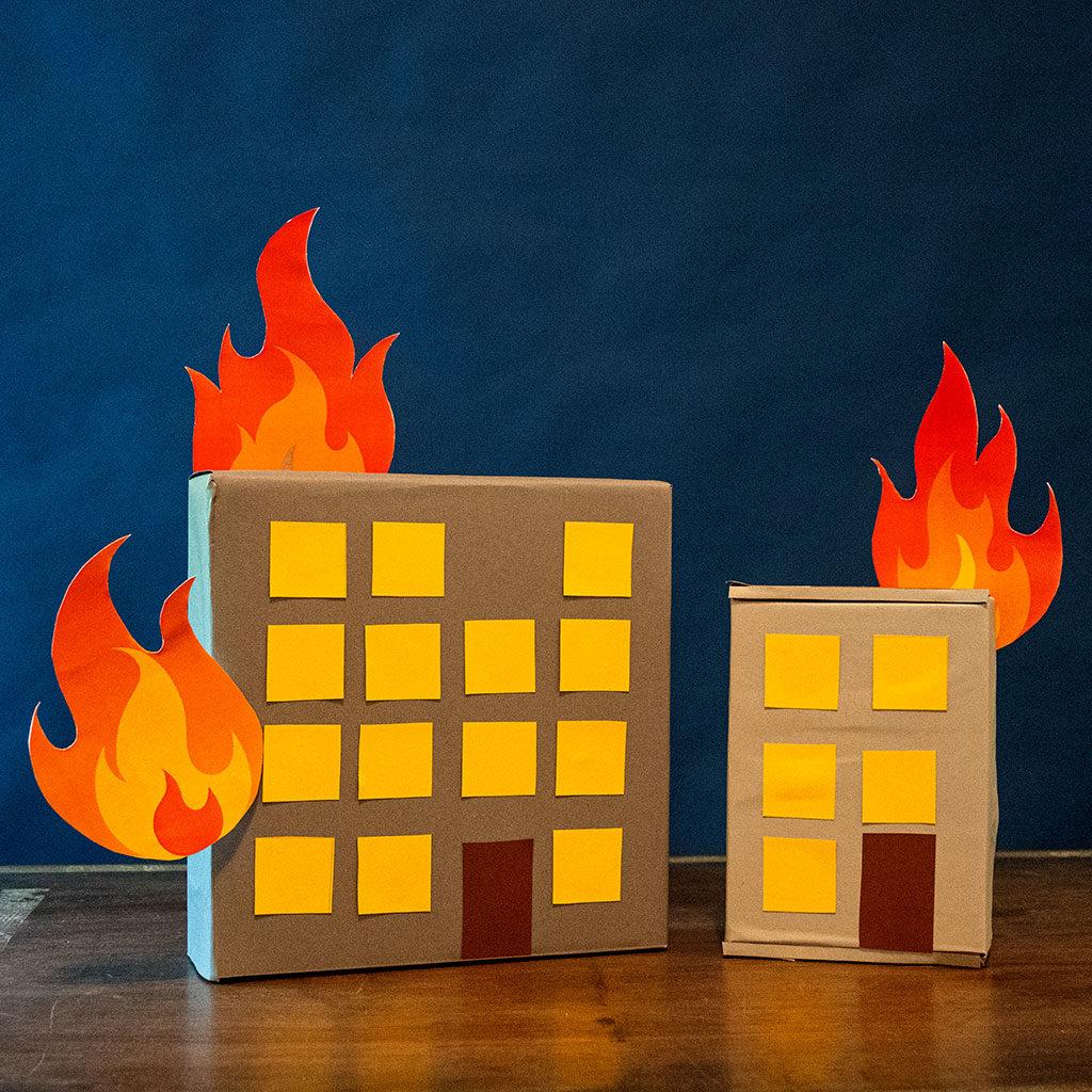 Feuerwehr-Partydeko: Die brennenden Häuser