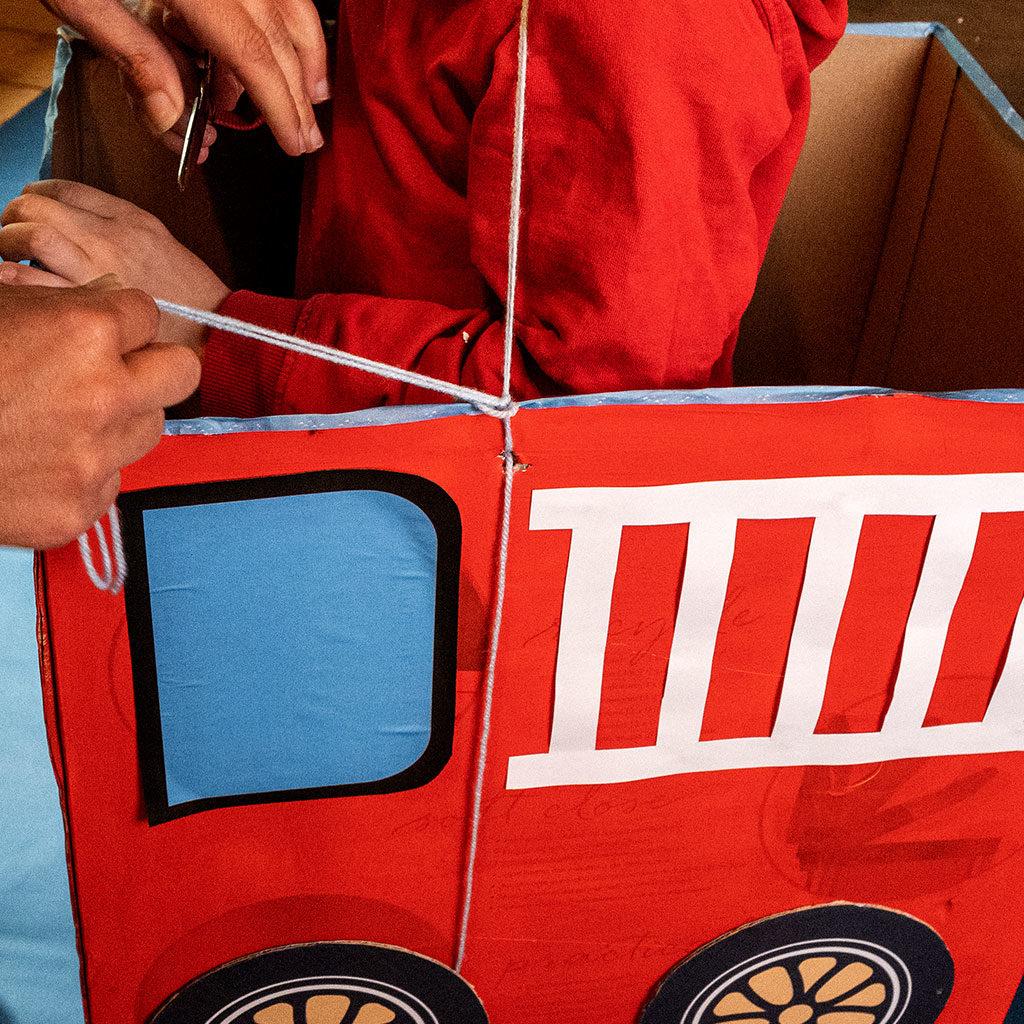 Feuerwehr-Auto-basteln: Die Hängevorrichtung