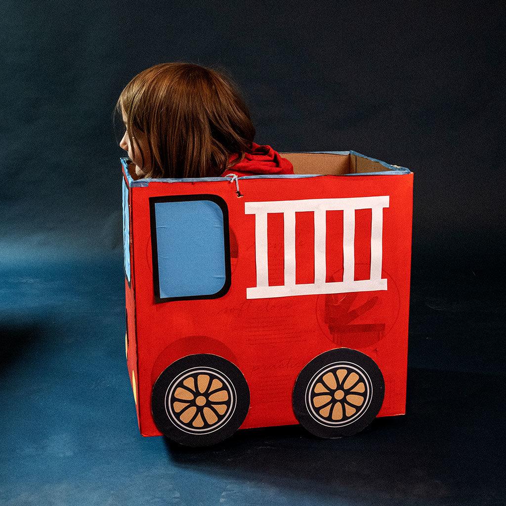 Feuerwehr-Auto basteln: Die Anprobe